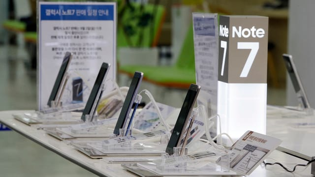 Quater telefonins da Samsung in dasper l'auter.