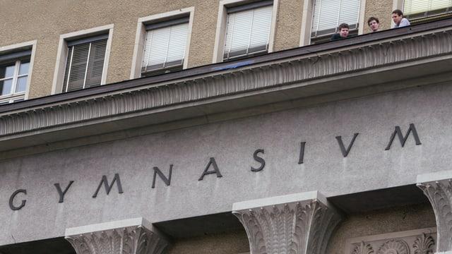 Gebäude mit Schriftzug «Gymnasium»