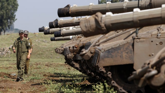Israelische Panzer auf den Golanhöhen.
