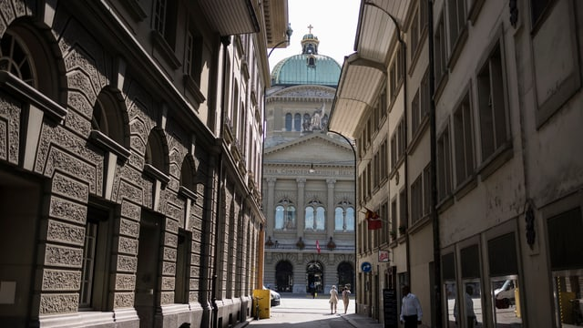 Purtret da la chasa federala a Berna.