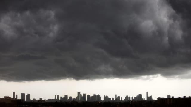 Dunke Wolken über Miami