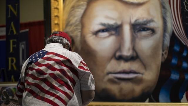 Trump-Anhänger vor Trump-Gemälde