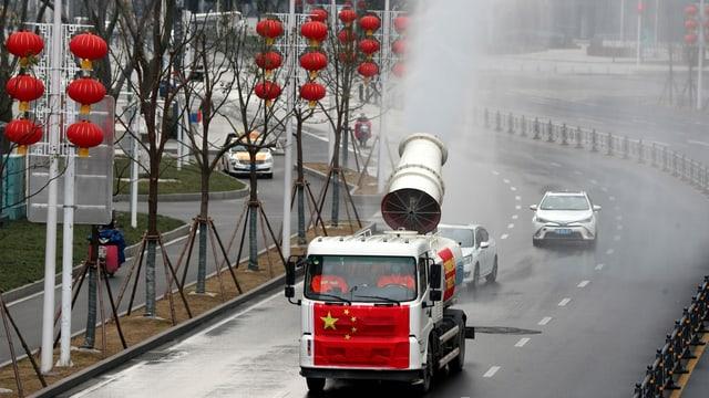 Pandemie: Die Strassen in Wuhan werden desinfiziert.