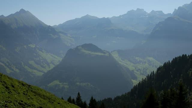 Der Wellenberg umrahmt von weiteren Nidwaldner Bergen
