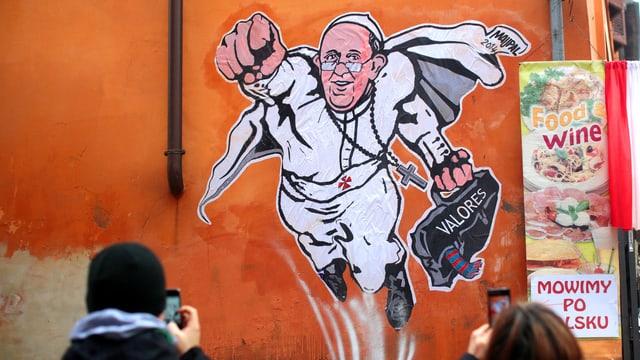 Graffiti vom Papst als Superman in weiss.