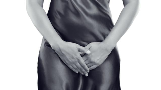 Frau die sich an Vagina fasst, nüt Porno, Symbolbild