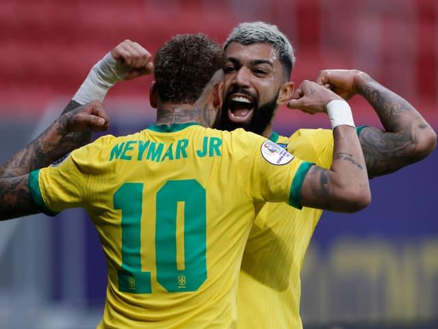 Brasilien mit Neymar und Sturmkollege Gabriel Barbosa.