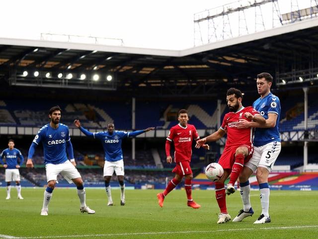 Liverpool und Everton trennen sich 2:2 unentschieden.
