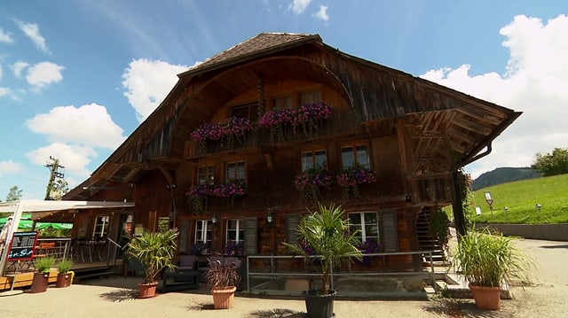 Video «Berner Oberland – Tag 4 – Sportrestaurant Hot Shot, Oberlangenegg» abspielen