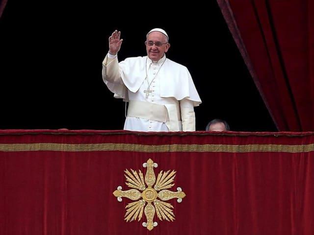 Der Papst begrüsst die Gläubige auf dem Petersplatz