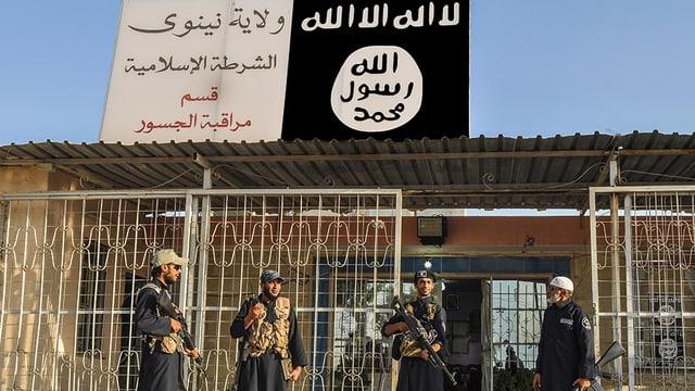 Cumbattants da la gruppa da terror Stadi islamic en l'Irac.
