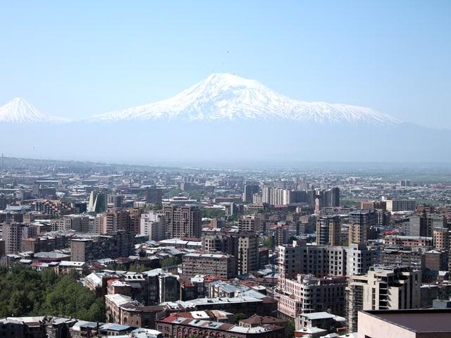 Jerewan mit Ararat im Hintergund