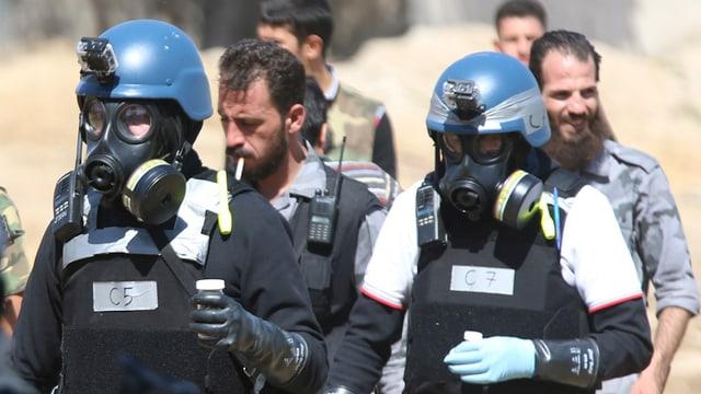 UN-Chemiewaffenexperten im August 2013 mit Bodenproben, Damaskus.