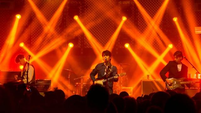 La band Inhaler durant il concert al Eurosonic.