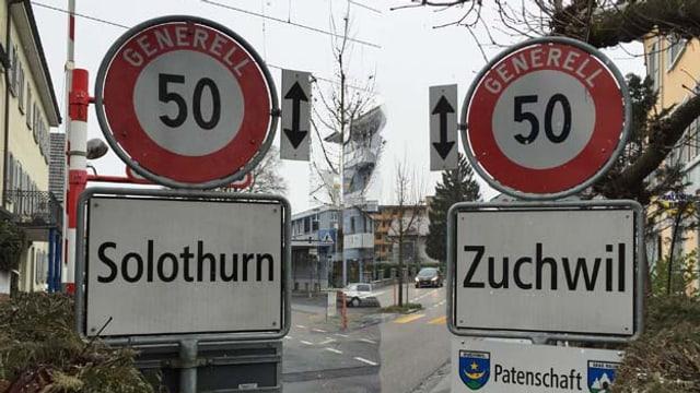 Ortsschilder von Solothurn und Zuchwil in einer Montage gegeneinander geschnitten