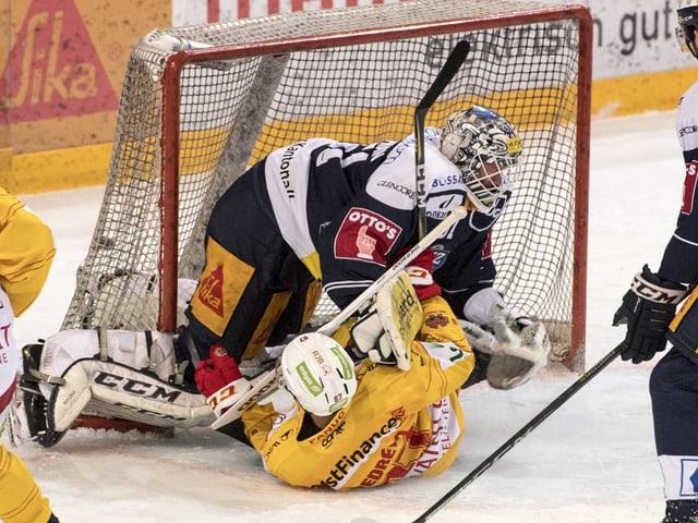 Biels Pedretti rutscht in Zugs Stephan.