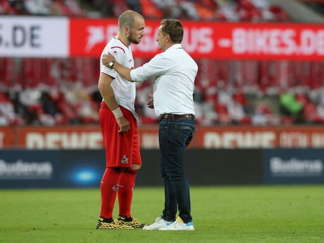 Rafael Czichos mit Köln-Manager Horst Heldt.