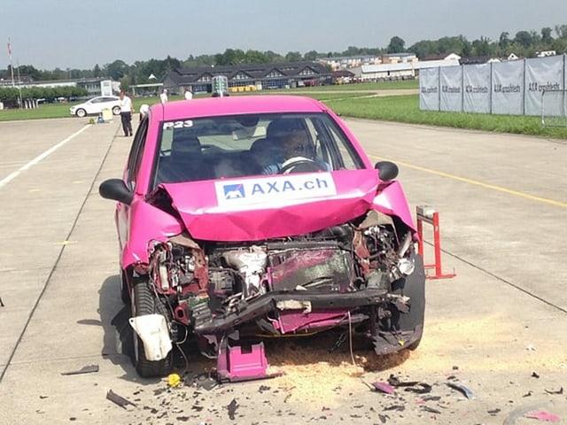 Front von SUV beschädigt