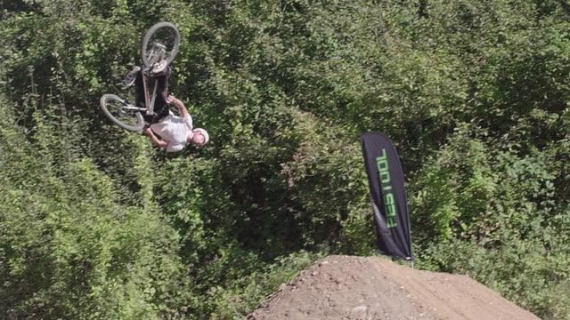Video «Cork 720: Der spektakuläre Sprung mit dem Dirtbike» abspielen