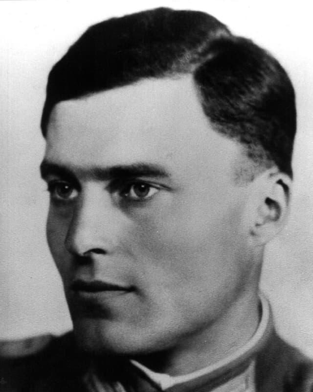 Porträt des Attentäters Claus Schenk Graf von Stauffenberg