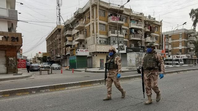 Kein Platz mehr für politische Proteste: Soldaten kontrollieren in Bagdad die Corona-Ausgangssperre.