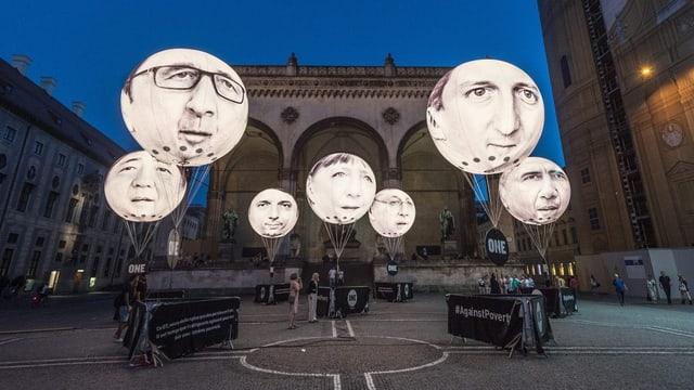 Ballons mit Gesichtern der G7-Staats- und -Regierungschefs