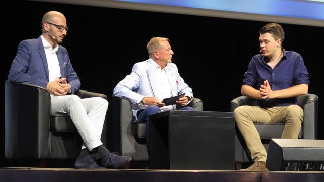 Gesprächsrunde unter drei Männern (Moderator Kurt Aeschbacher)