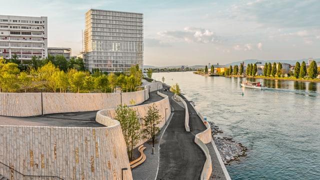 Das Grossbasler Rheinufer beim Novartis-Campus