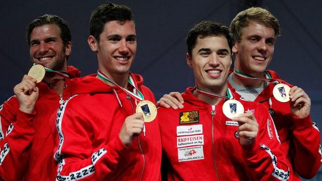 Benjamin Steffen, Fabian Kauter, Max Heinzer sowie Ersatzfechter Florian Staub (v.l.n.r) beim Triumph von 2012.