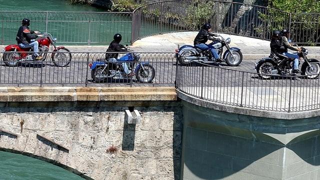 Motorräder auf der Untertorbrücke