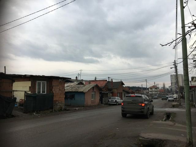 Autos finden sich auch im Armenviertel Sofias.