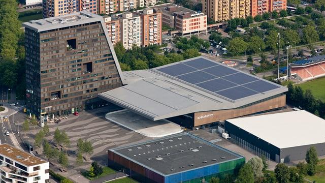 Die Bossard Arena in Zug mit dem Arenaplatz haben die Stadt Zug 60 Millionen Franken gekostet.