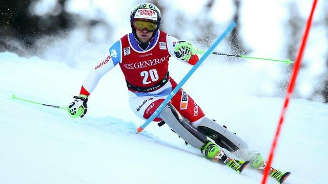 Il svizzer Justin Murisier durant il slalom da la cumbinaziun a Santa Caterina.