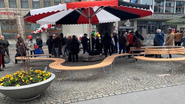 Sitzbänke statt Autos auf dem Marktplatz in St. Gallen.