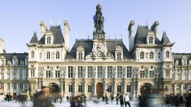 Eisbahn vor dem Hotel de Ville (Rathaus) in Paris.