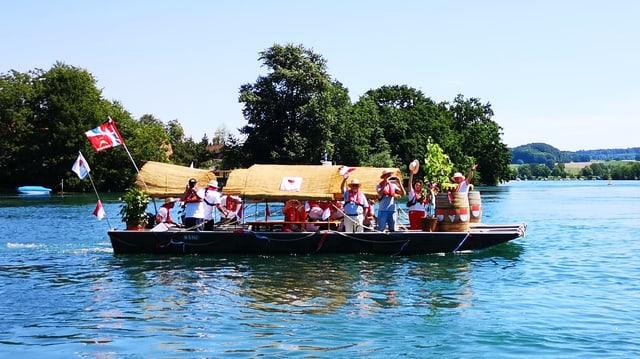 Leute Winken auf Boot.