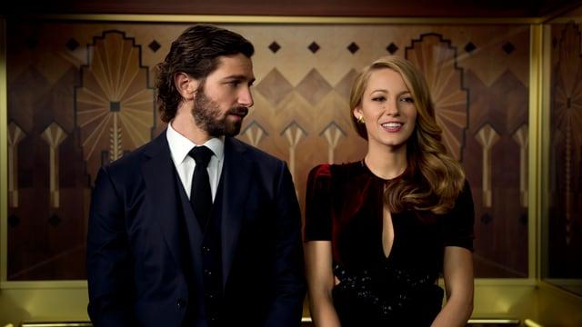 Mann und Frau stehen nebeneinander