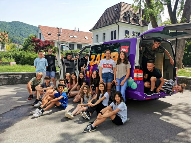 Schüler:innen aus Wettingen und der «Zambo-Bus»