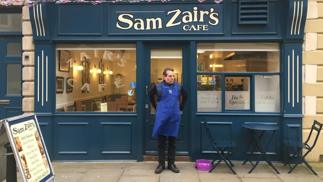 Sam Zair und sein Café.