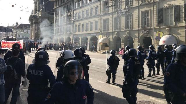 Die Polizei war in der Stadt sichtbar präsent.