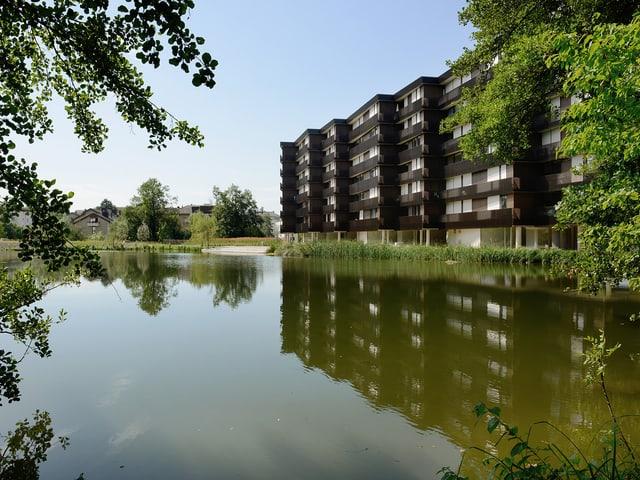 Moderne Architektur wertet die Parklandschaft auf. z.B. der Neubau von Morger + Dettli...