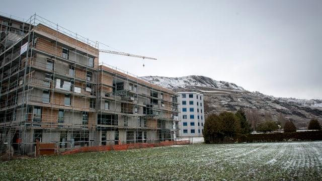 Neubauten bei Sitten.