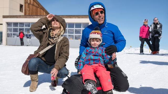 Freddy Nock mit Frau Ximena und Sohn Leo im Schnee
