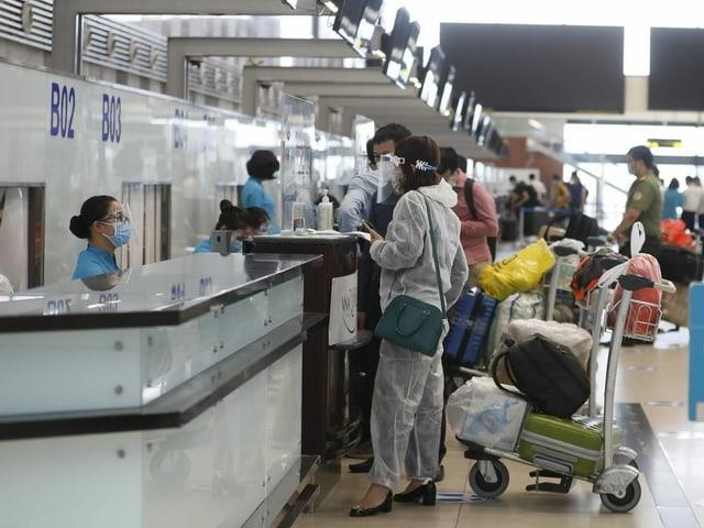 Vietnamese passengers at the Vietnamese airport.