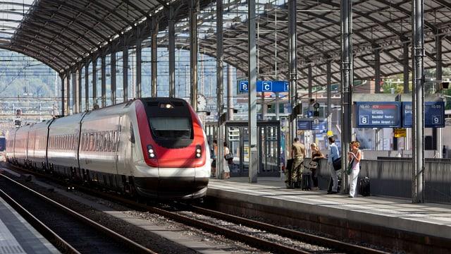 Bahnhof Olten und Zug