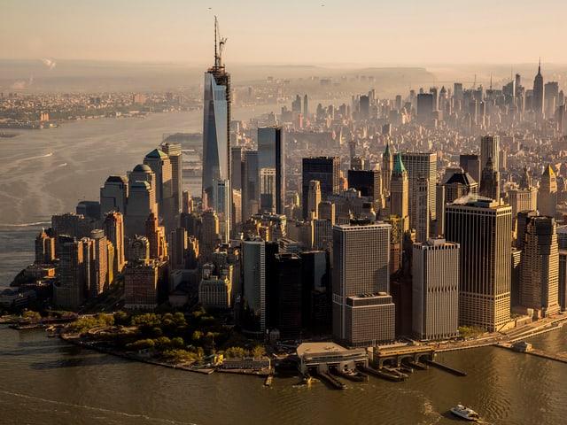 Luftaufnahme der Skyline des Südzipfels von Manhattan, das WTC ragt heraus.