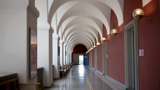 Der Gang der Universität Zürich.