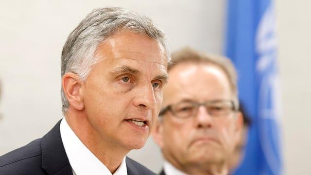 Il cusseglier federal Didier Burkhalter discurra durant ina conferenza.