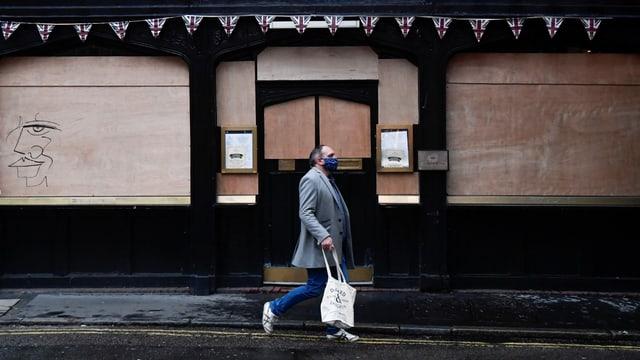 Geschlossenes Pub in Grossbritannien.