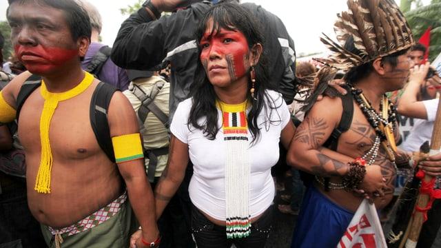 Indigene protestieren gegen Belo Monte und die Umweltpolitik der Regierung von Dilma Roussef.